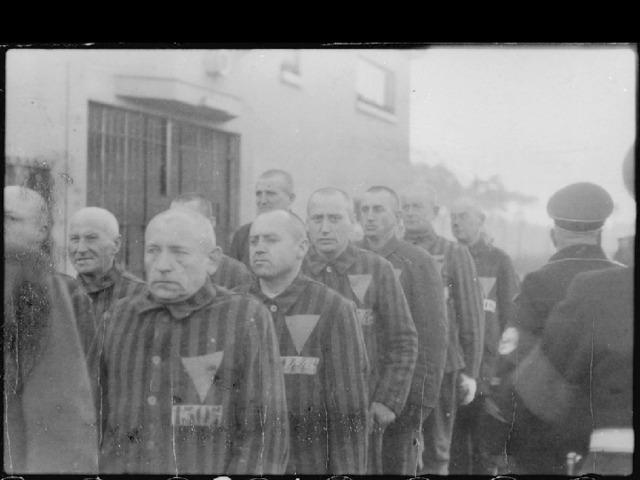 Концентрационный лагерь Заксенхаузен был построен летом 1936 года. Благодаря своему близкому расположению к Берлину и идеальному архитектурному плану, выражающему, как считалось, идеологию СС, Заксенхаузен играл особую роль во всей системе концлагерей.  Его влияние усилилось еще больше, когда сюда из Берлина была переведена штаб-квартира Инспекции концентрационных лагерей - центральное ведомство СС, управлявшее системой всех концентрационных лагерей Третьего рейха. Здесь проходили подготовку и переподготовку