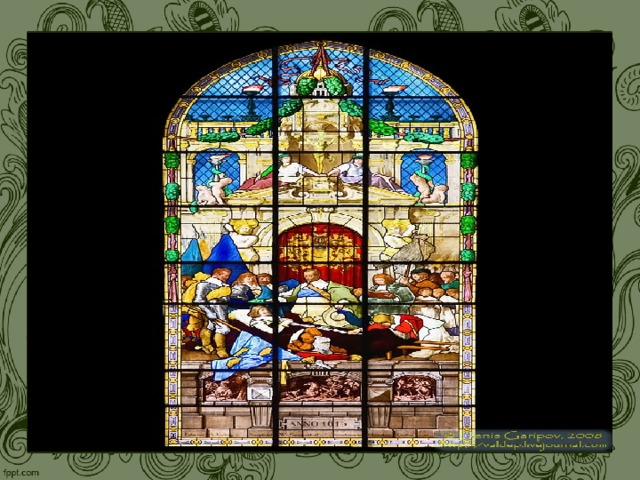 Огромные ажурные окна с цветными стеклами — витражами — делают прозрачной и легкой преграду между интерьером собора и внешним миром. Льющийся через стекла витражей цветной таинственный свет, создавая в храме необычную цветовую среду, отличную от внешнего мира, символизирует свет христианского познания. В разработке сюжетов витражей , как и в детальной проработке иконографии порталов и всего скульптурного декора, нет ничего случайного. Продуманную систему персонажей и сцен мы можем видеть не только внутри одного окна или розетки, а во всей системе витражей собора в целом. И здесь мы наблюдаем ту же всеохватность, о которой уже говорили в связи с концепцией готического собора в целом.