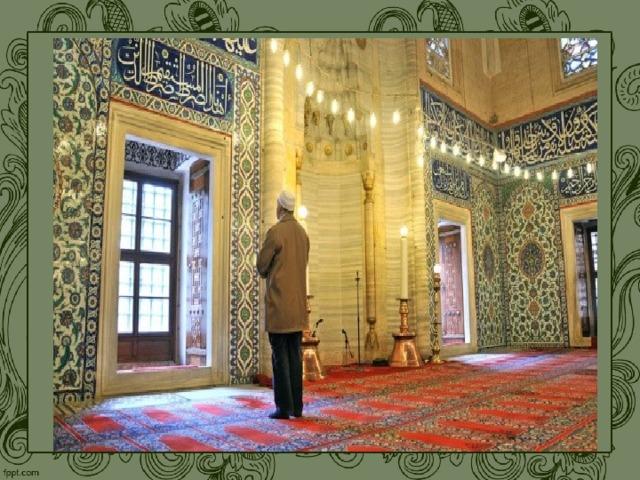 В религиозной культуре  ислама из всех видов искусств преимущество получили архитектура (дворцы, мечети) и поэзия, звучащая под аккомпанемент струнных инструментов. Изображение божества и любого живого существа считалось святотатством. Поэтому художественный стиль ислама — декоративный, орнаментальный. Бесконечный по своей природе орнамент служит способом художественного выражения исламского мироощущения. Именно орнамент строится на ритмическом повторении основных мотивов. А в мусульманстве повторение считается одним из надежных способов постижения истины и выражения преданности Аллаху.