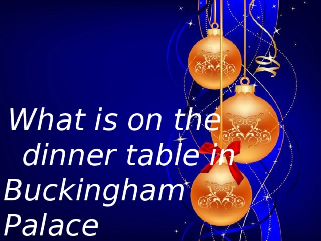 What is on the  dinner table in Buckingham Palace  e very Christmas?