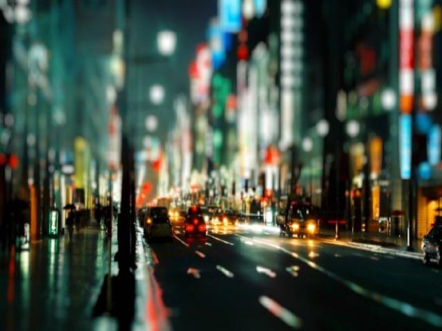 «На первый взгляд, современный город представляет много увлекательного. Широкие и нарядные улицы с их оживленной толпой, мчатся экипажи, автомобили, трамваи, сверкает электричество, переполнены кинотеатры и кинематографы. Город является средоточием общественной жизни, науки, искусства. Немудрено, что жизнь в нем представляется интересной и заманчивой. Однако, при внимательном рассмотрении условий этой жизни, они оказываются такими, что всякий, кто дорожит своим здоровьем и правильным воспитанием своих детей, должен был с ужасом бежать оттуда».