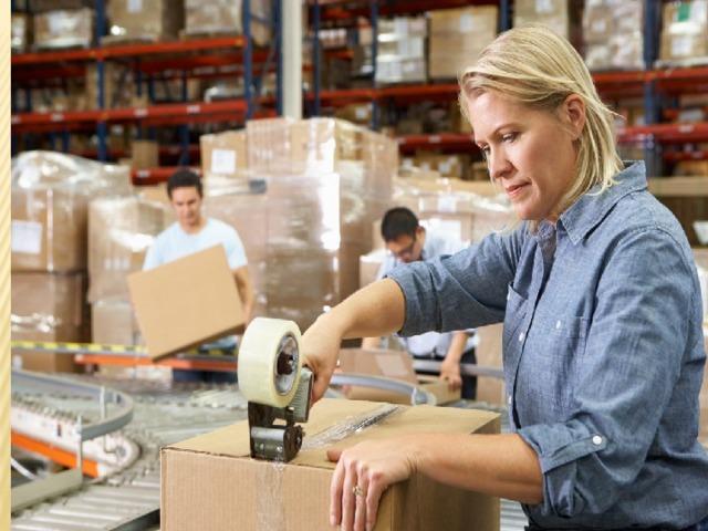 Упаковщик— это рабочий, осуществляющий фасовку иупаковку втару различных товаров ипредметов