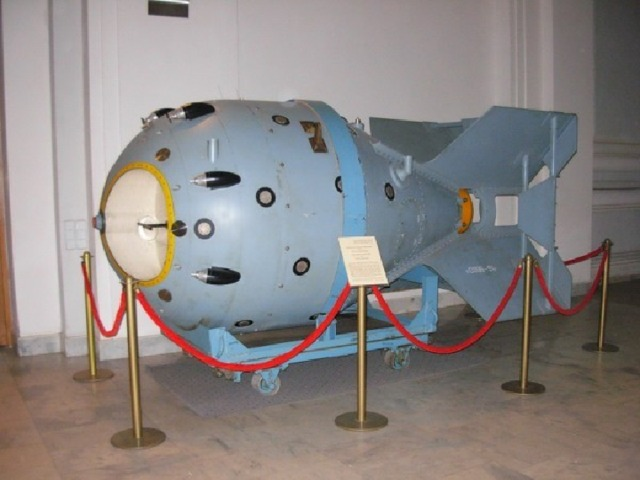 Как невежество и фанатизм фашистского лидера спасло мир от атомной катастрофы. Атомная бомба «Толстяк» Взрыв атомной бомбы Атомная бомба «Малыш»