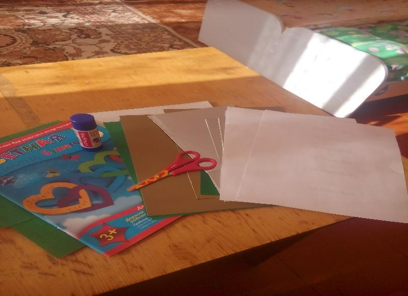 Сгибаем картон для открытки