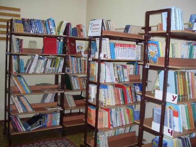 Книжное царство  Фея 1: Я Фея книг. А это моё книжное царство (на экране фото библиотеки, книг).