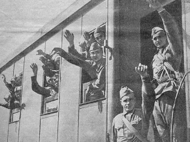 Солдаты идут на войну Выпускной бал 1941 года