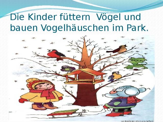 Die Kinder füttern Vögel und bauen Vogelhäuschen im Park.