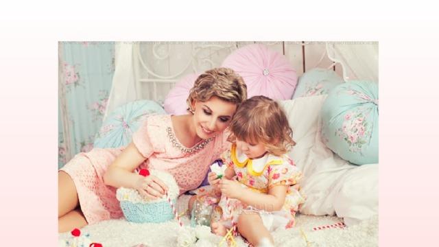 «Самая прекрасная из женщин  всех на свете -это мамочка моя»   Ведущая Настя