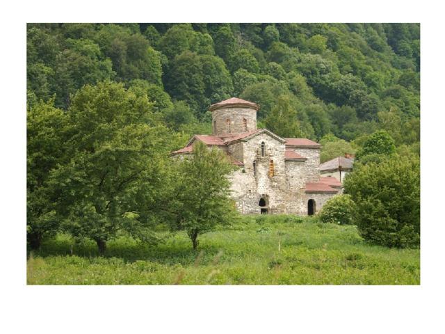 В начале 10 века христианство стало государственной религией Аланской державы. Началось строительство христианских храмов. Аланские храмы самые древние во всей России.